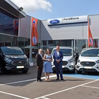 Ford Vedat Mediterráno cede ocho Tourneo Custom para el transporte de usuarios de servicios públicos